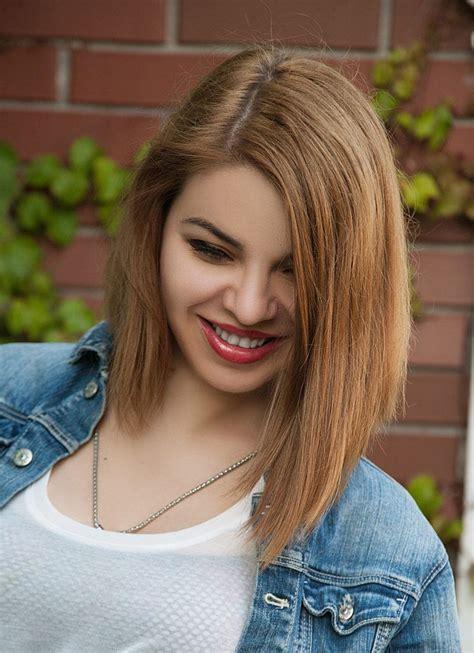Medium hairstyles for round faces. These medium haircuts for round faces work better than contouring