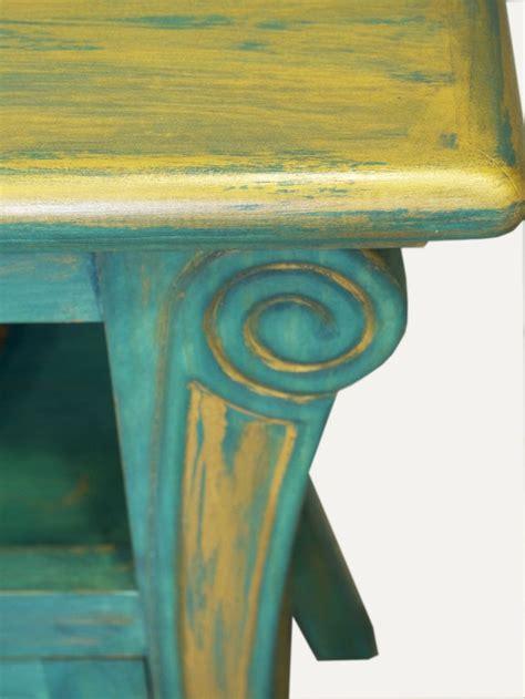 detalle de mueble tv pintado  mano en verde azulado