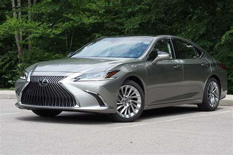 Lexus Es 2019 by 2019 Lexus Es 350 Review Autoguide News