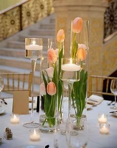 Frühlingsdeko Im Glas : fr hlingsdeko im glas ideen tischdeko pfirsichfarbene tulpen hohe vasen lena ~ Orissabook.com Haus und Dekorationen