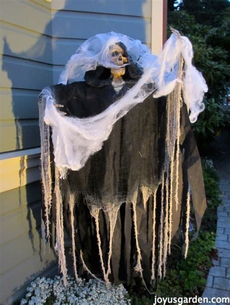 Scary Decorations For - frighteningly decorating ideas for your yard