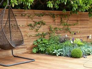 sichtschutz zaun fr den garten aus holz oder aus kunsstoff With französischer balkon mit garten sitzecke holz