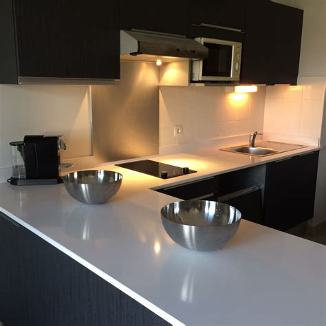 plan de travail cuisine quartz ou granit plan de travail cuisine en quartz cuisines marbre blanc