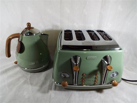 A Delonghi Vintage Icona 4 Slice Toaster With