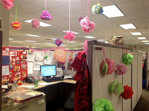 desk decoration themes in office an employee 39 s office decorated for their birthday using