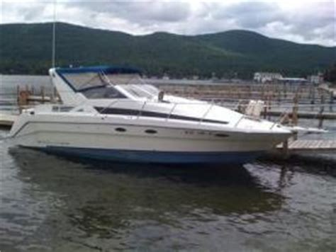 Bayliner Boats Lake George by Transport A Bayliner Avanti 30 Foot Cabin Cruiser On Lake