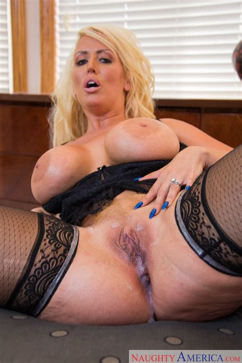Voluptuous Blonde Got Her Pussy Creampied Photos Alura