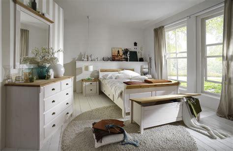schlafzimmer landhausstil massivholzmoebel dam