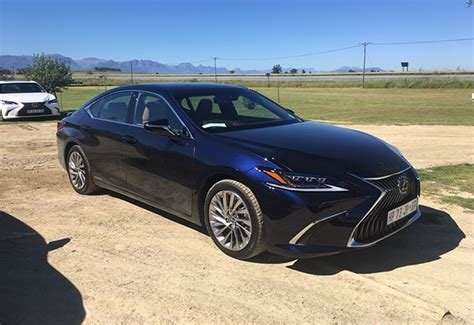 luxury lexus es arrives  sa  design  driving