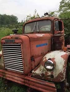 Freightliner 9064td  1964    Daycab Semi Trucks