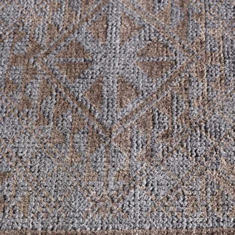 tapis contemporain haut de gamme tapis haut de gamme taupe avec motifs classiques en et bambou par angelo