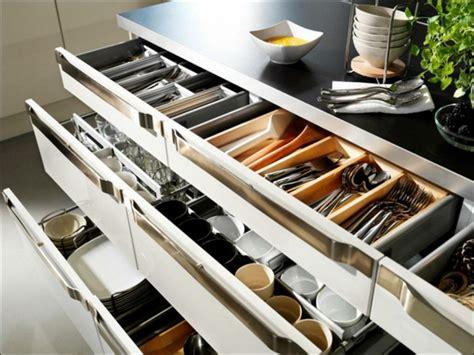 rangement dans un rangement placard cuisine gain de place 84 solutions