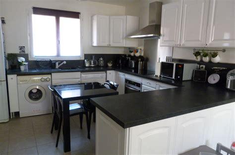 cuisine noir et blanc deco cuisine blanc et maison design bahbe com