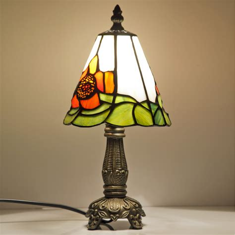 Make Romantic Atmosphere With Small Table Lamp Warisan