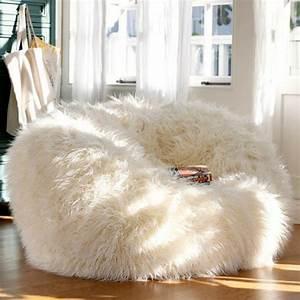Pouf Fourrure Blanc : le pouf g ant un coussin de sol amusant et confortable ~ Teatrodelosmanantiales.com Idées de Décoration