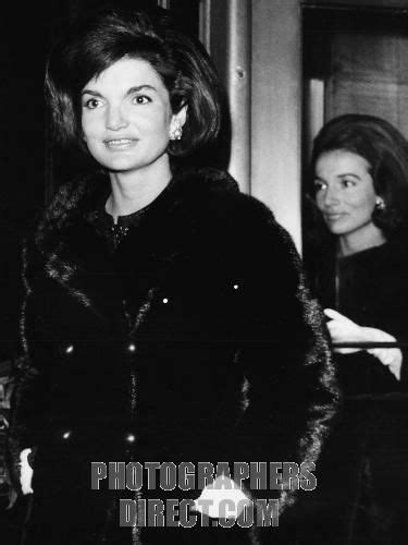 jackie kennedy and radziwell jacqueline kennedy and radziwill with their daughters