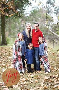 Make your relatives be envy with these 16 cutest family for The best short time holiday family pictures ideas