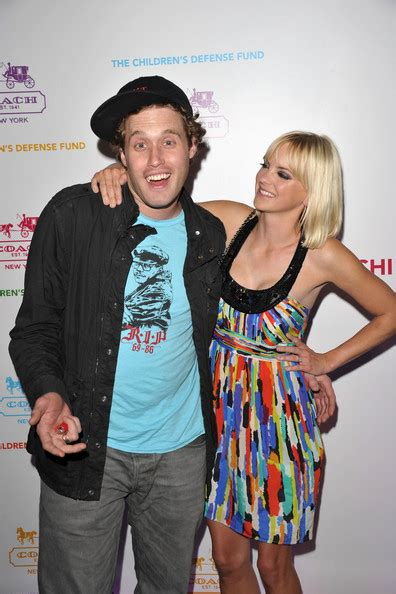 Episode 01 Tj Miller – Anna Faris Is Unqualified – Podcast