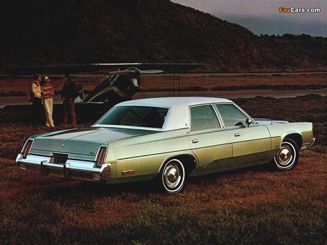 Chrysler Newport Sedan 1976 images (800x600)
