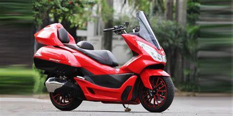 """Honda Pcx Bergaya """"elegant Touring"""""""