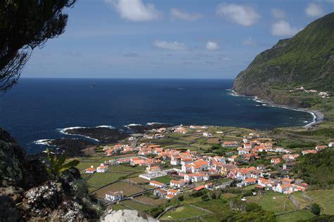 File:Azoren Flores Faja Grande.jpg - Wikimedia Commons