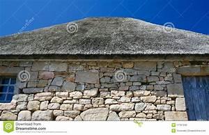 toit couvert de chaume de vieille maison bretonne photo With maison toit de chaume 1 maison bretonne
