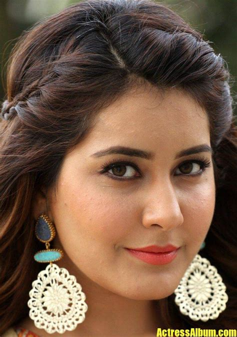 telugu actress rashi khanna face close   gallery