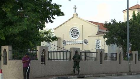 ชาวคริสต์ในศรีลังกากลับเข้าโบสถ์ครั้งแรก หลังเหตุโจมตีวัน ...