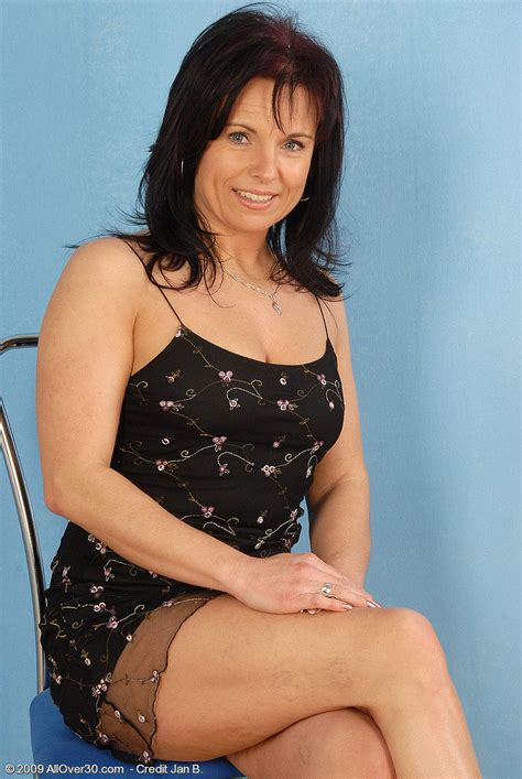 AllOver30.com Free Gallery featuring Linette
