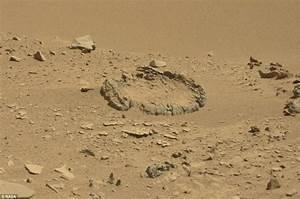 Nasa's Curiosity rover spots rock 'circle' on Mars | Daily ...