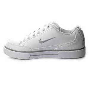 White Nike Sneakers Shoes for Women