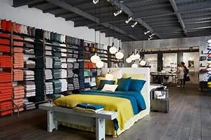 Magasin De Lit : l 39 espace linge de lit situ au 1er tage du magasin photo de merci paris tripadvisor ~ Teatrodelosmanantiales.com Idées de Décoration