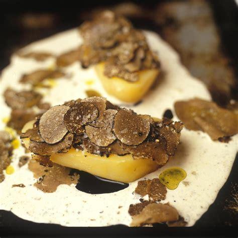 recette pomme de terre en robe de chambre pomme de terre aux truffes cuites en robe des chs par