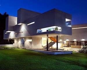 Modern concrete house of Mexico, with high ceilings and