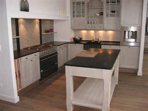 granit blanc cuisine granit noir et meubles blancs la recette de l 39 élégance marbrerie provençale