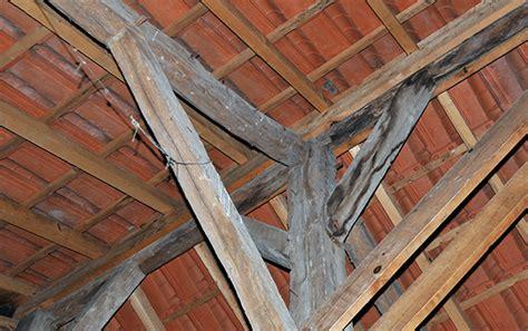 isolation mince toiture par l intérieur isolation thermique des combles et du toit pose prix