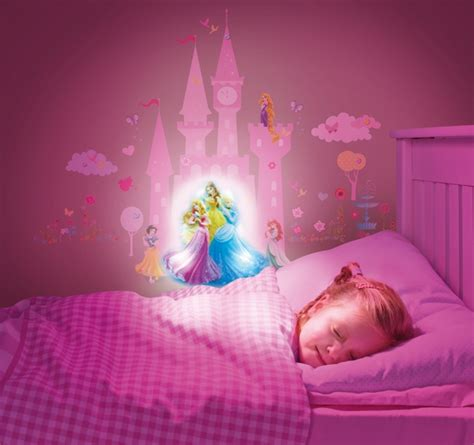 stickers geant chambre fille stickers lumineux princesse disney lestendances fr