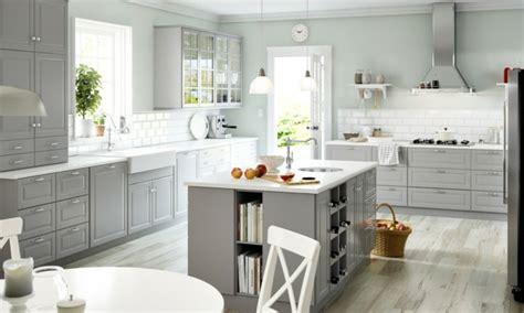 cuisine bois gris clair cuisine ikea conçue pour tous les goûts et budgets