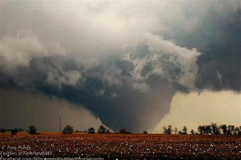 deadly tornado devastates illinois town  winds