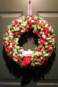 [loveable] chaos: DIY: Looped Ribbon Holiday Wreath