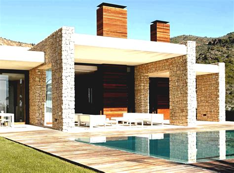 Hunky Exterior House Design Ideas With Lush Rustic Front