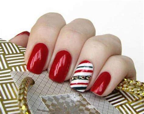 30 Attention-grabbing Christmas Nail Designs