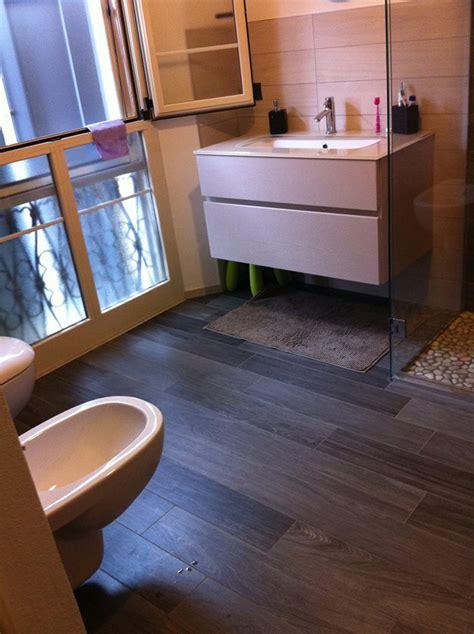 effetto legno  bagno moderno idea casa