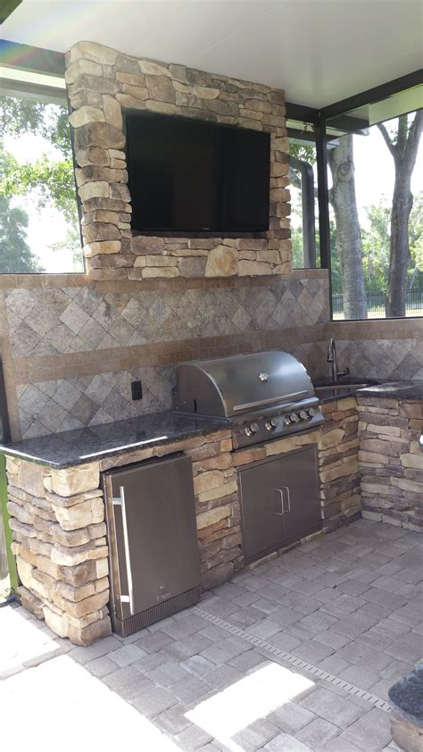 Outdoor Kitchen Backsplash by Backsplash Creative Outdoor Kitchens