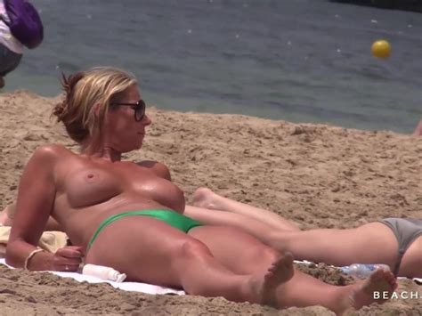 Hot Milf With Huge Tits On Topless Beach Free Porn