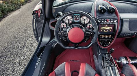 4 Reasons Why The Pagani Huyara's Interior Makes You Car Crazy
