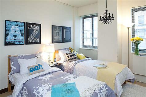 College Girl Bedroom With Fancy Wall Art-decoist