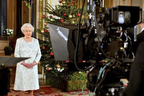 Dokazuje, že i žena v pokročilém věku může vypadat upraveně a šik. GALERIE: Jak to, že je Alžběta II. vždycky šik? Tajné tipy ...