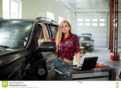 Frau In Garage by Pretty As A Mechanic In Checked Shirt Witch