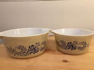 Wie Mischt Man Beige : set of two 2 vintage pyrex homestead casseroles blue on ~ A.2002-acura-tl-radio.info Haus und Dekorationen